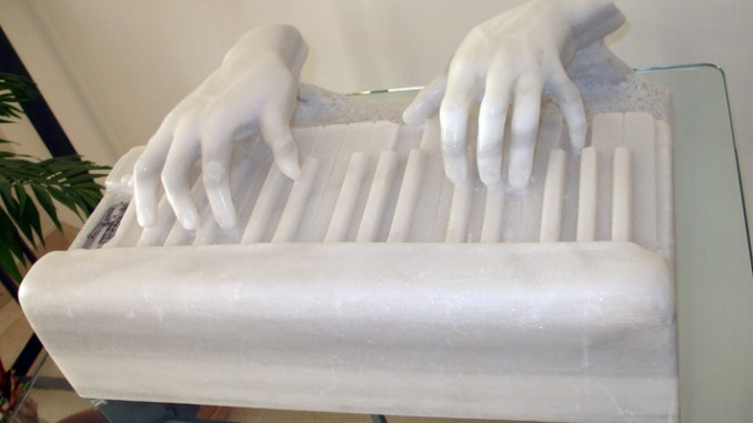 Ivan Cohen sculpted Piano